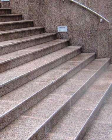 Уличные лестницы из камня