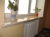 Подоконник из мрамора Crema Marfil в квартире
