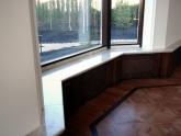 Подоконник из мрамора Bianco Carrara в офисе