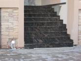 Уличная лестница из гранита Multycolor Red в коттедже