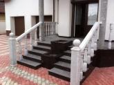 Уличная лестница из гранита Tan Brown в загородном доме