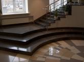 Внутренняя лестница из гранита Black Galaxy в здании банка