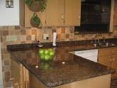 Кухонная столешница из гранита Baltic Brown в квартире